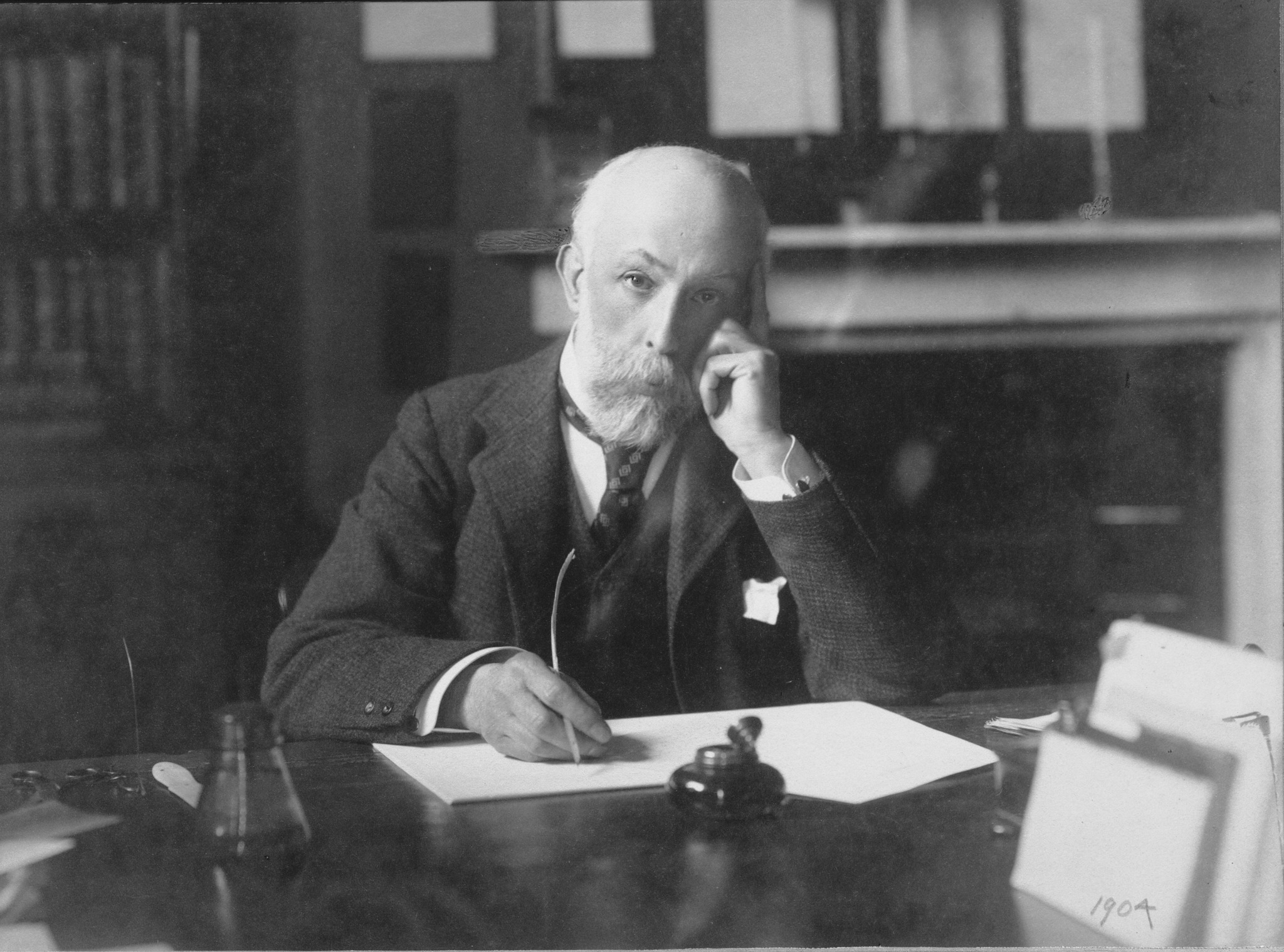 Photo of William Thiselton-Dyer, Kew's third Director