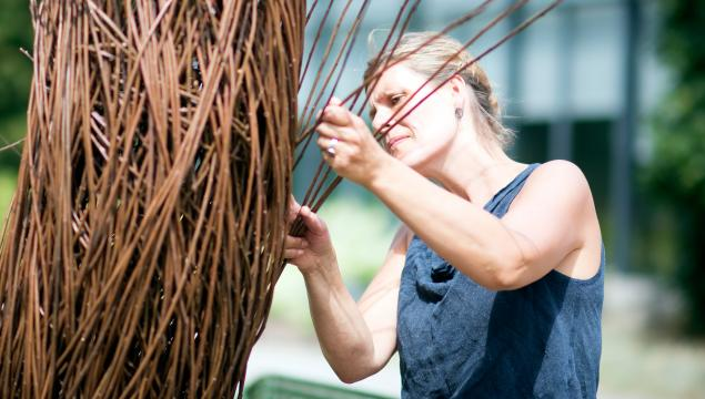 Julia Clarke creating her sculpture at Kew