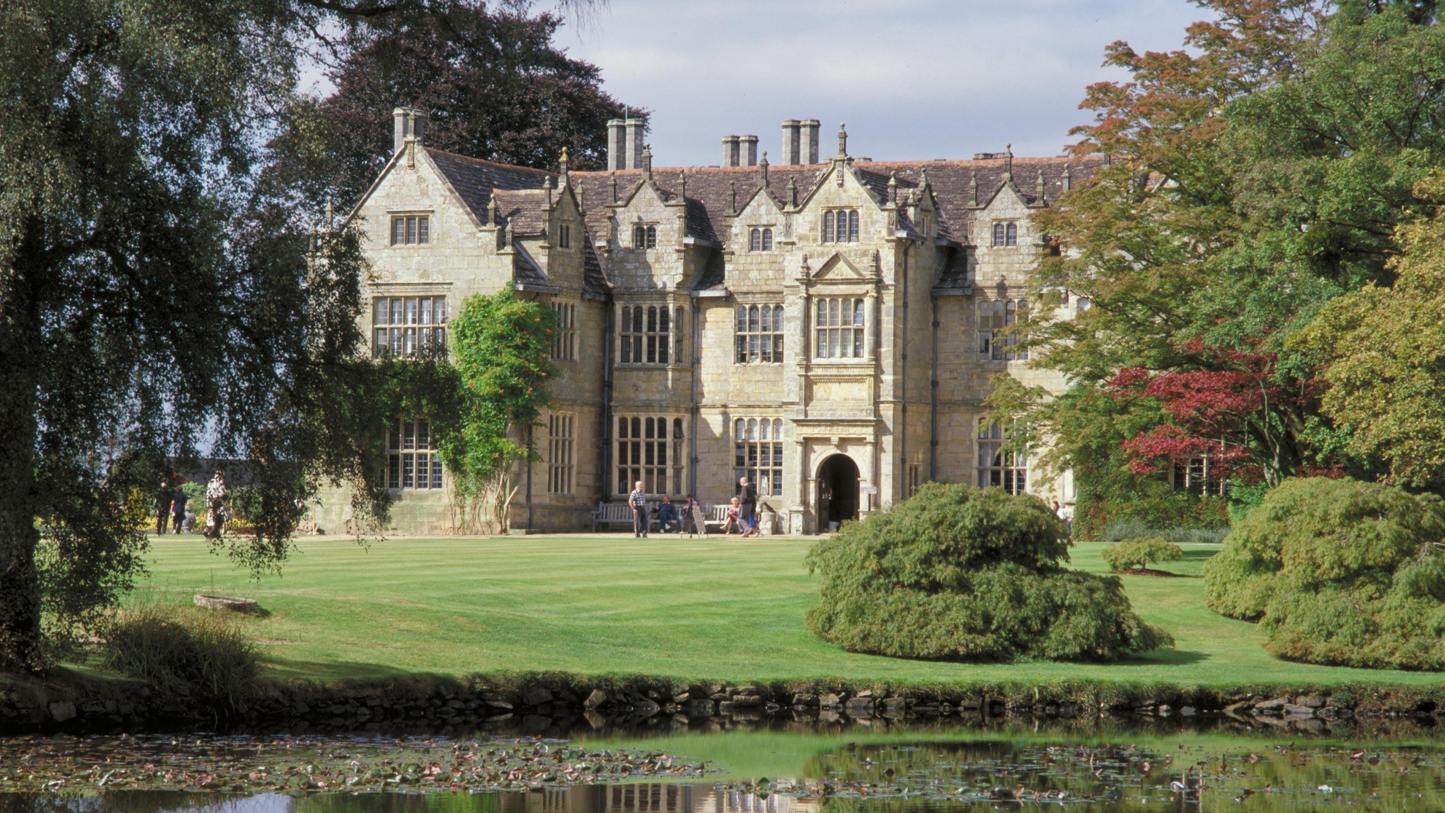 Wakehurst Mansion in autumn
