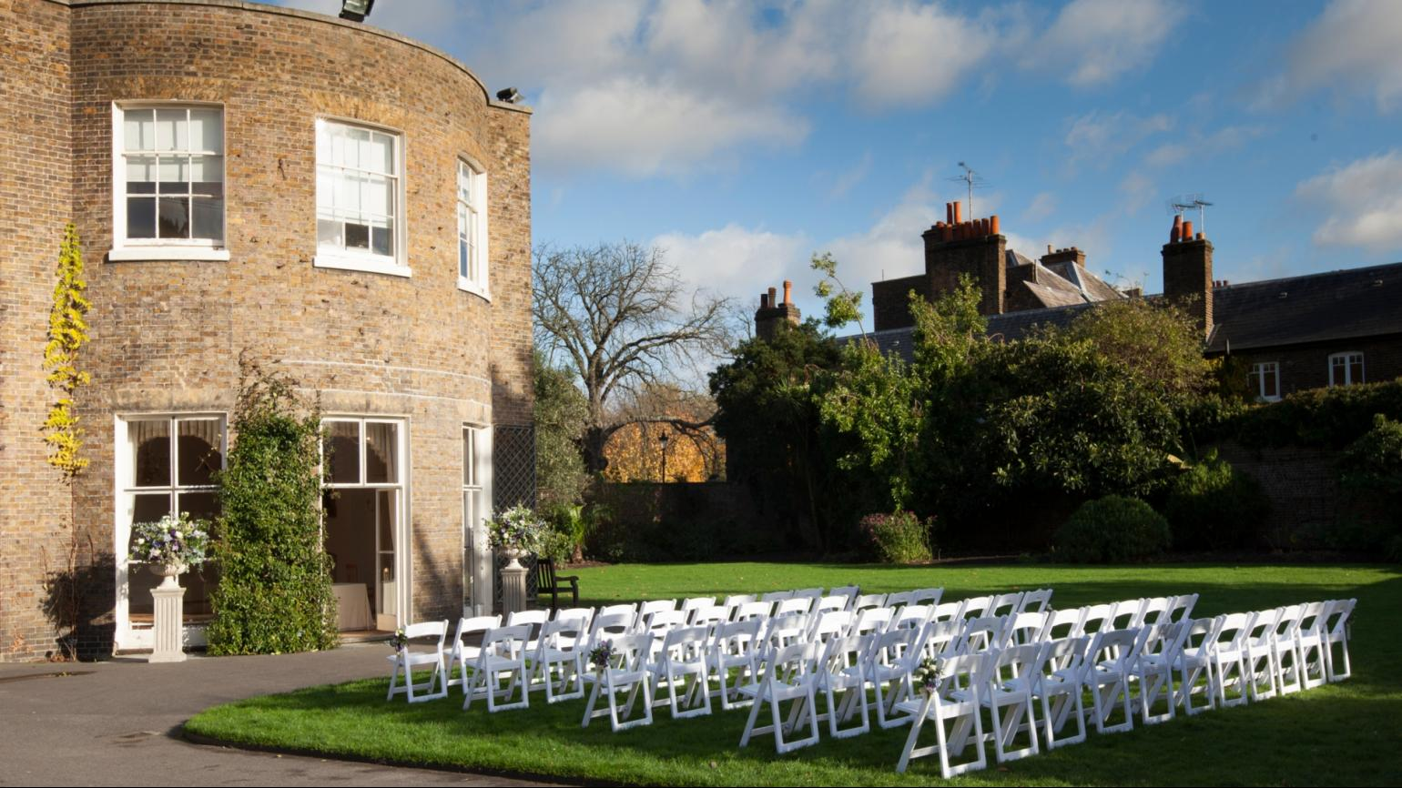 An outdoor ceremony at Cambridge Cottage