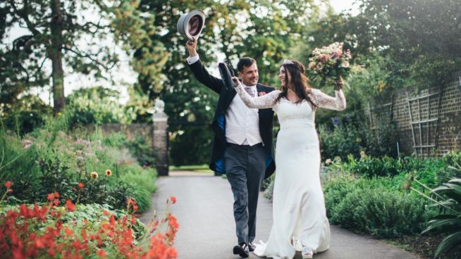 Bride and groom in Duke's Garden