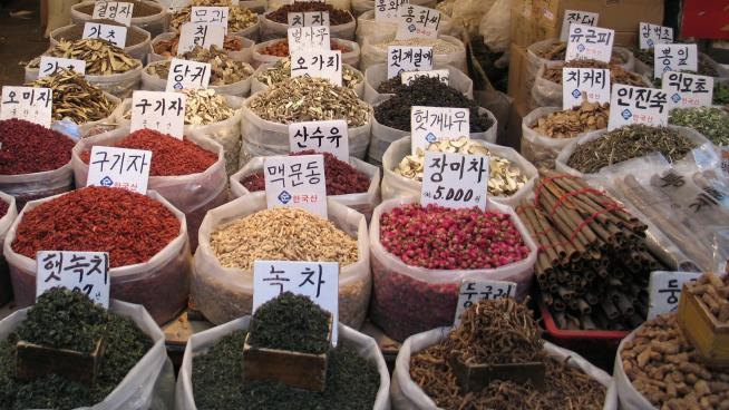 Herbal medicines on sale in South Korea (Photo: Gaël Chardon, CC BY-SA 2.0)