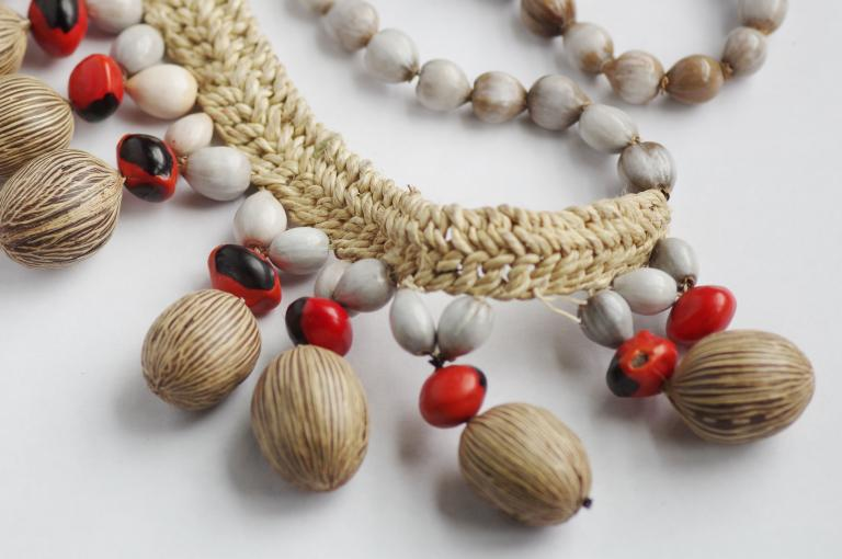 Necklace from Peru of seeds of Oenocarpus, Ormosia and Coix lacryma-jobi, the woven band may be of Astrocaryum fibre (EBC 98112: Photo: F. Cook)