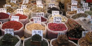 Herbal medicines on sale in South Korea (Photo: Gaël Chardon, CC BY-SA 2.0)